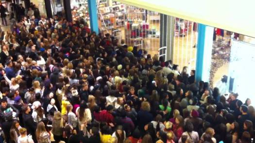 Black-Friday-Crowds-3.jpg